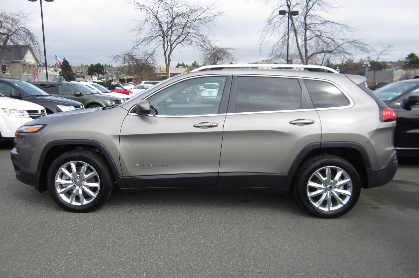 Used 2017 Jeep Cherokee in Victoria,BC