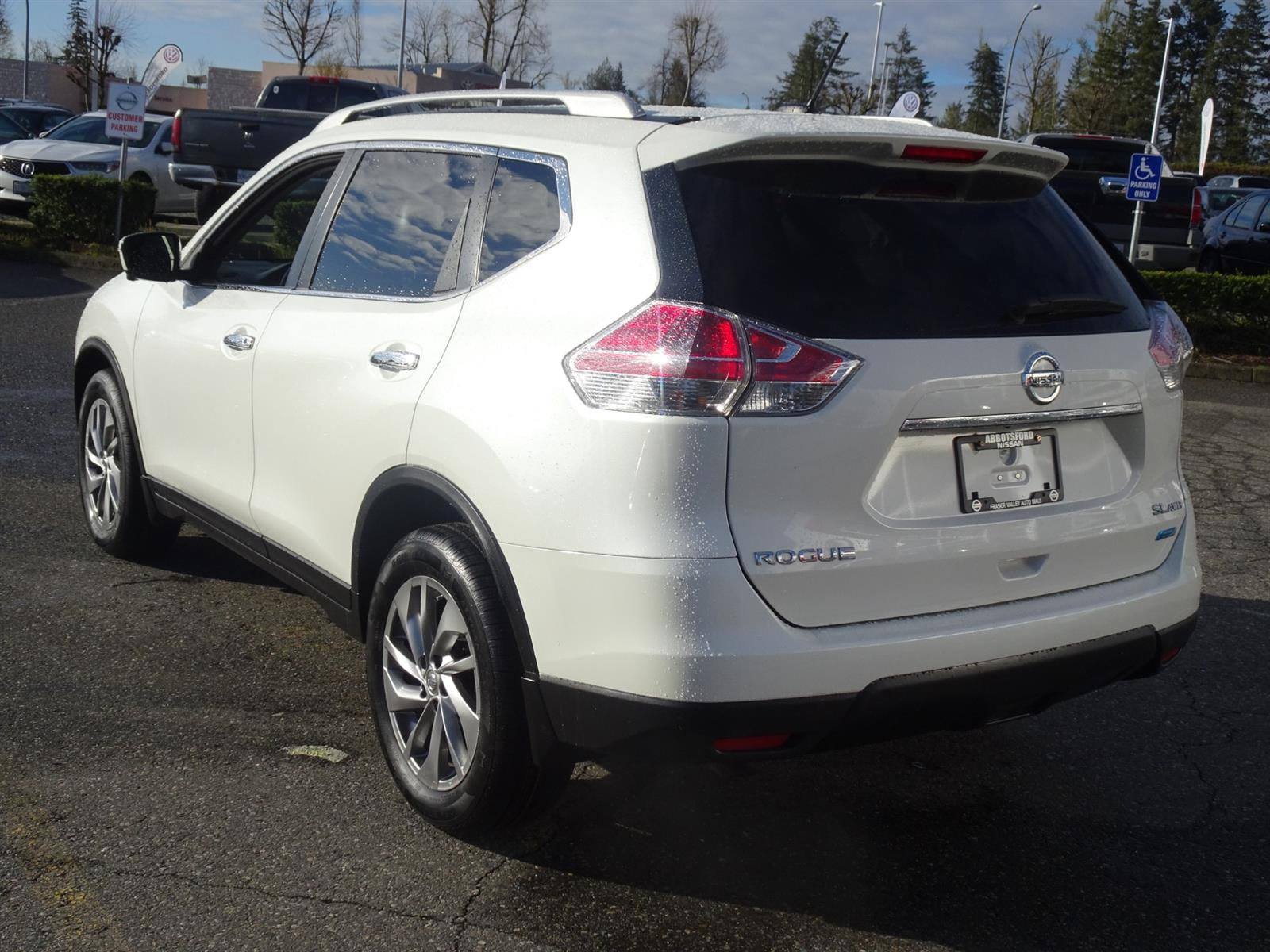 Used 2015 Nissan Rogue in Abbotsford,BC