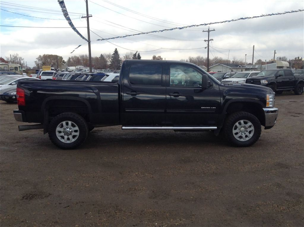 Used 2011 Chevrolet silverado 2500hd in Edmonton,AB