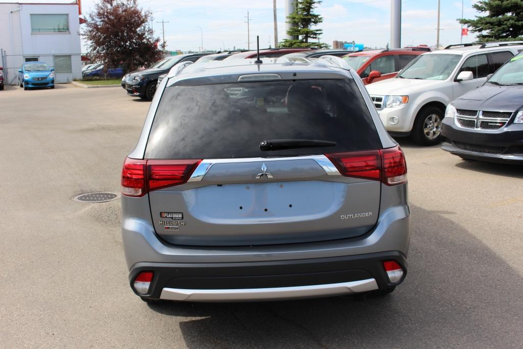 Used 2016 Mitsubishi Outlander in Calgary,AB