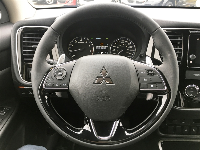 Used 2017 Mitsubishi Outlander in Calgary,AB