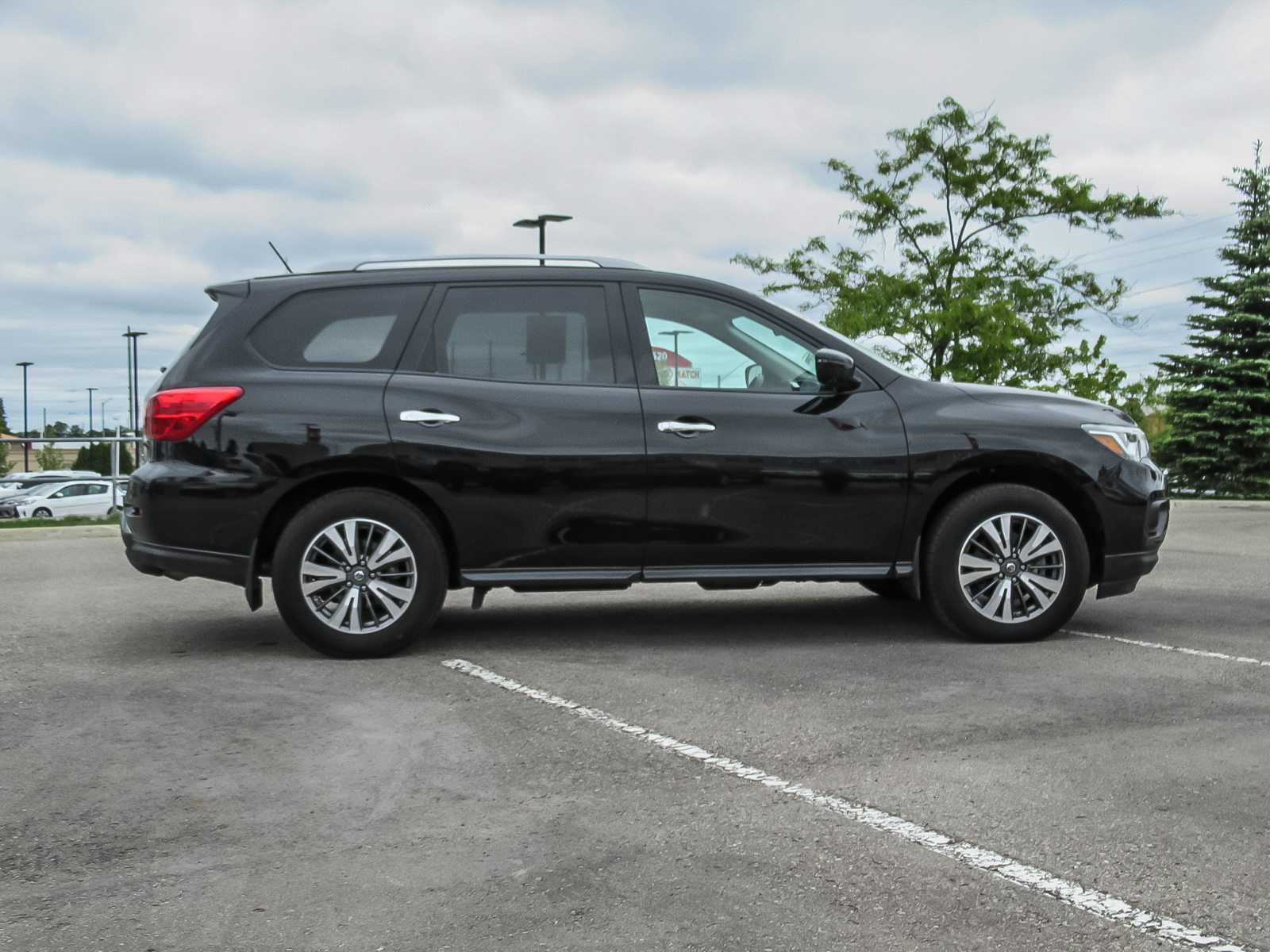Used 2017 Nissan Pathfinder in Barrie,ON