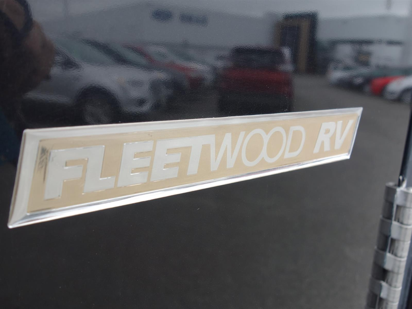 2004 Fleetwood REVOLUTION MOTORHOME