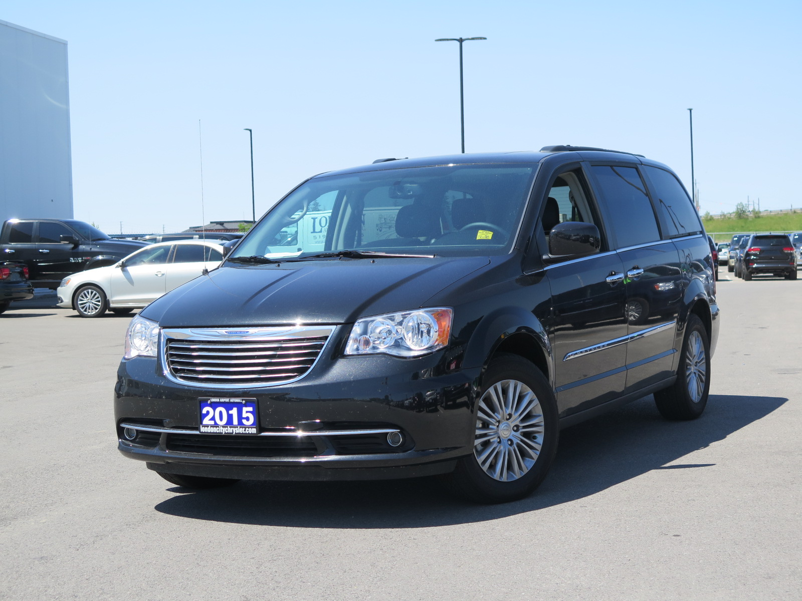 2015 chrysler town and country new 30733. Black Bedroom Furniture Sets. Home Design Ideas