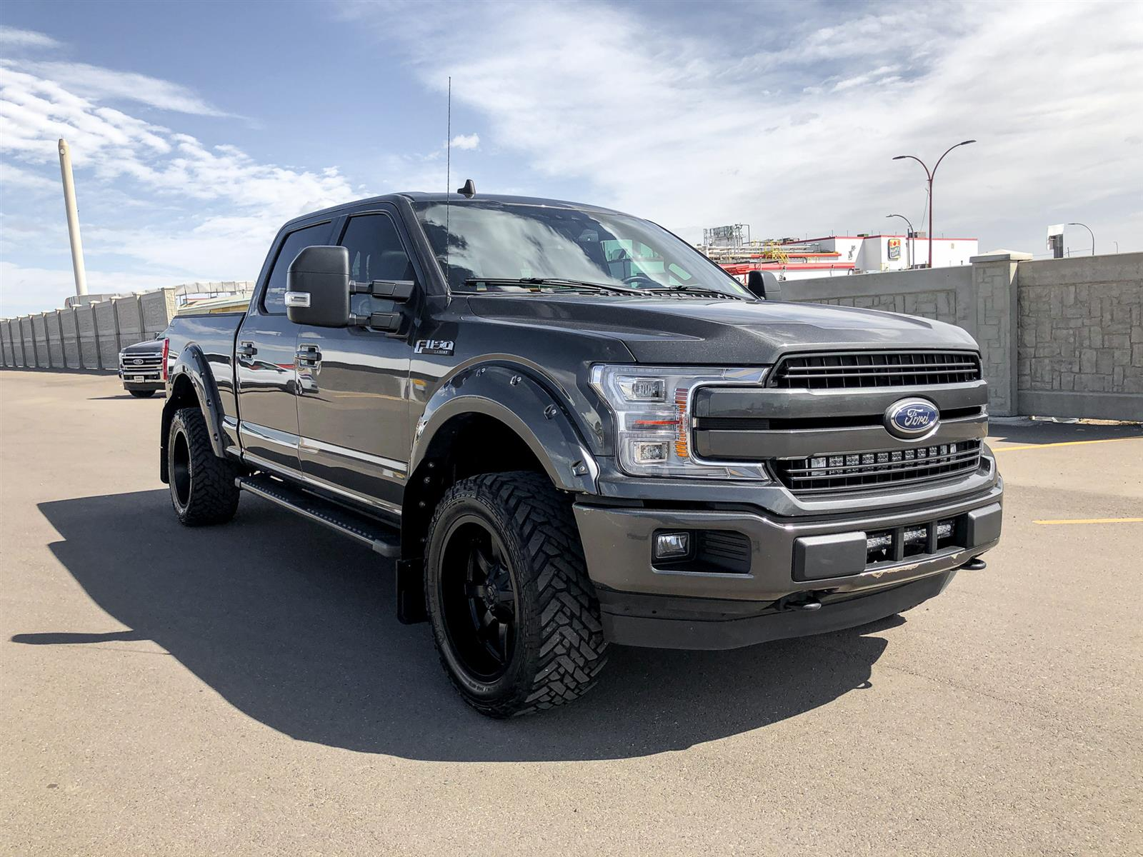 2019 Ford F-150 LARIAT | 5.0L V8 | 4X4 | TONNEAU COVER | SPORT PACKAGE