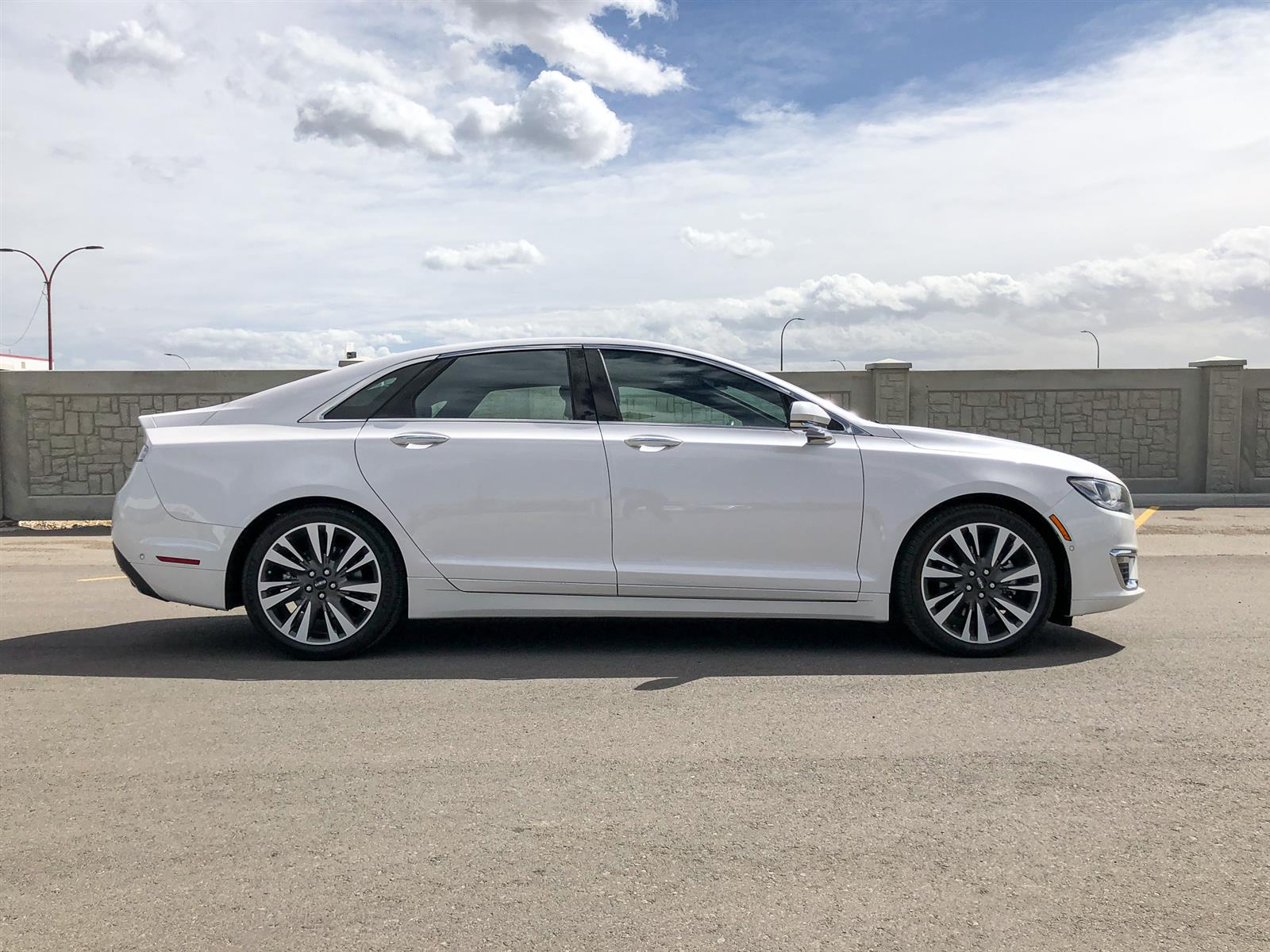 2019 Lincoln MKZ RESERVE | 2.0L I4 ECOBOOST | AWD | LUXURY PACKAGE | HEATED-STEER