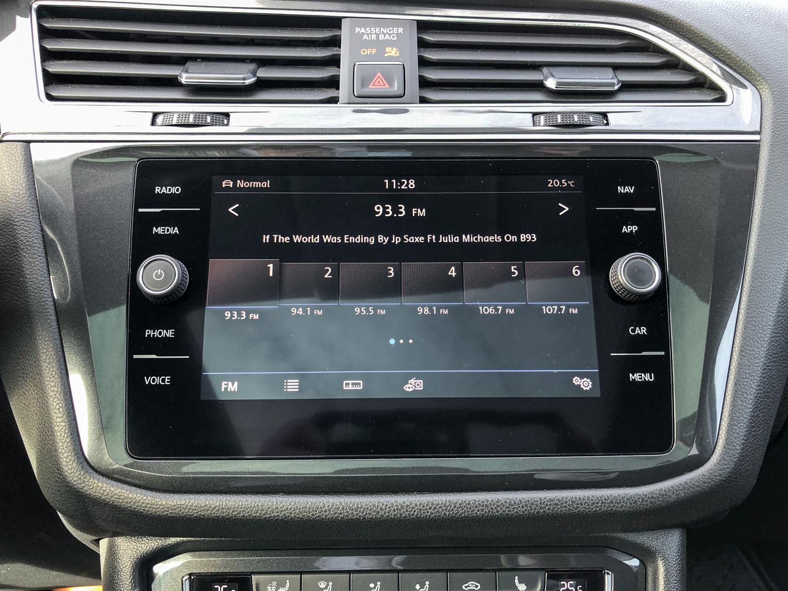 2018 Volkswagen Tiguan HIGHLINE | 2.0L I4 | AWD | HEATED STEERING WHEEL | SUNROOF