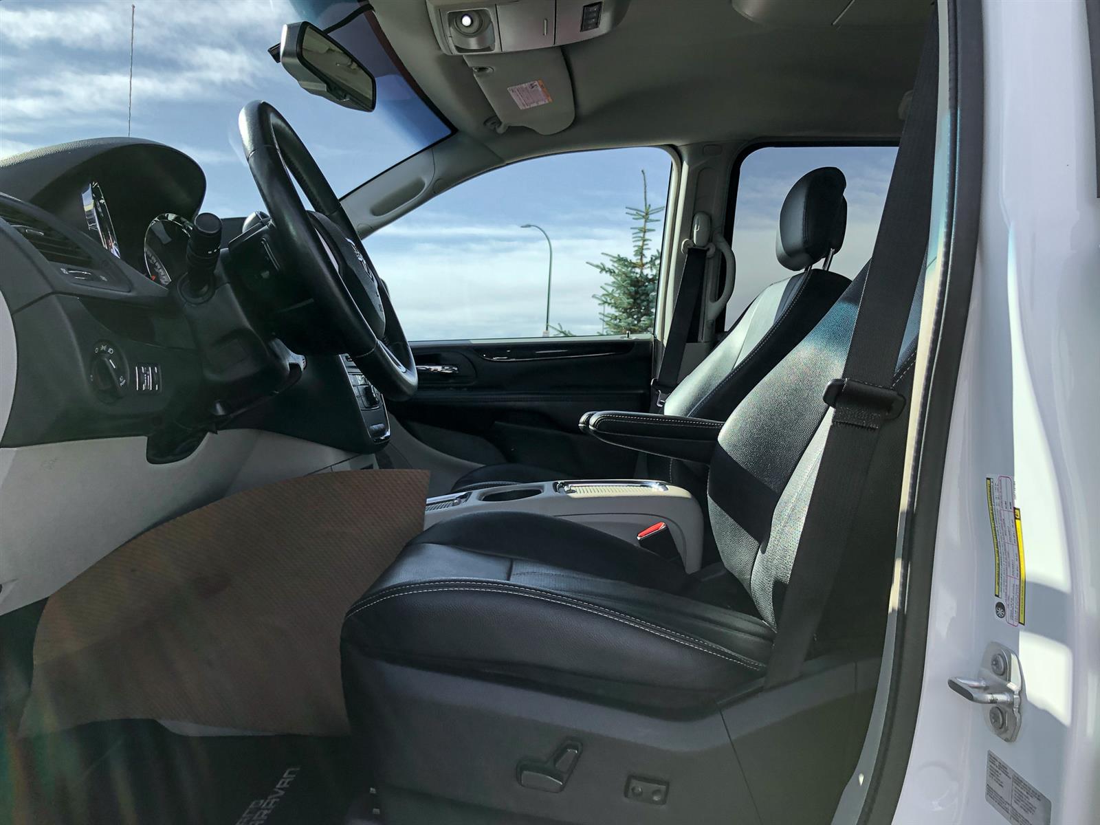 2017 Dodge Grand Caravan CREW PLUS | 3.6L V6 | 7 SEATER | REAR VIEW CAMERA | USB CONNECTI