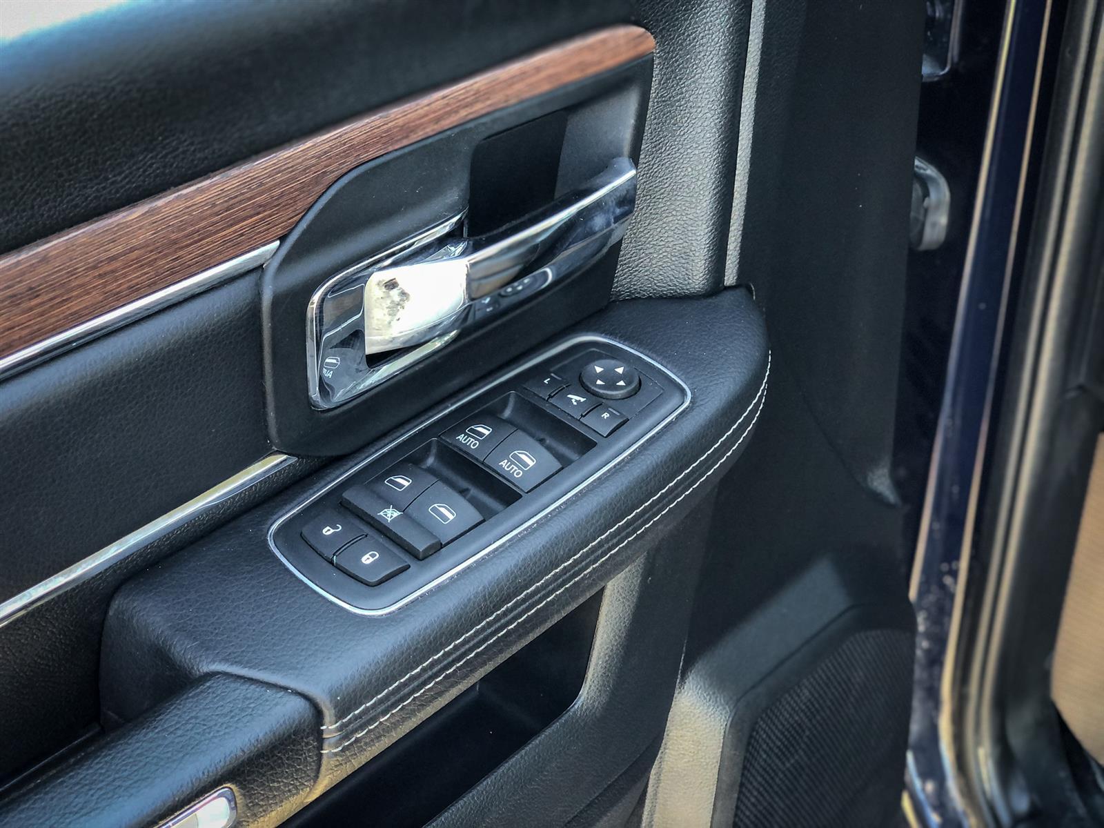 2016 Ram 1500 LARAMIE | 5.7L V8 | 4X4 | HEATED SEATS | SUNROOF