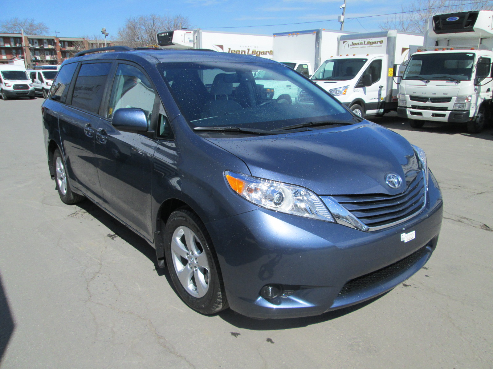 Toyota  Sienna LE V6 8 PASS 2016