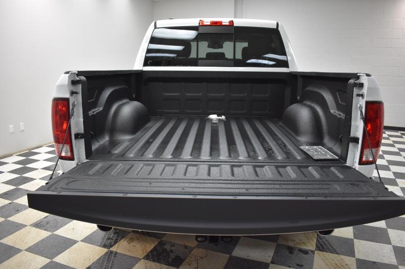 2017 Ram 1500 SLT CREW CAB 4X4- UCONNECT * BACKUP CAM