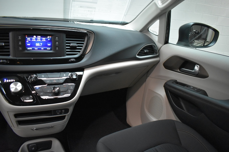 2017 Chrysler Pacifica LX-BLUETOOTH * PUSH START * TOUCH SCREEN