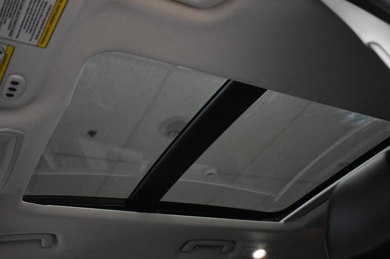 2017 Ford Escape Titanium 4WD - NAV * Backup CAM * Sunroof