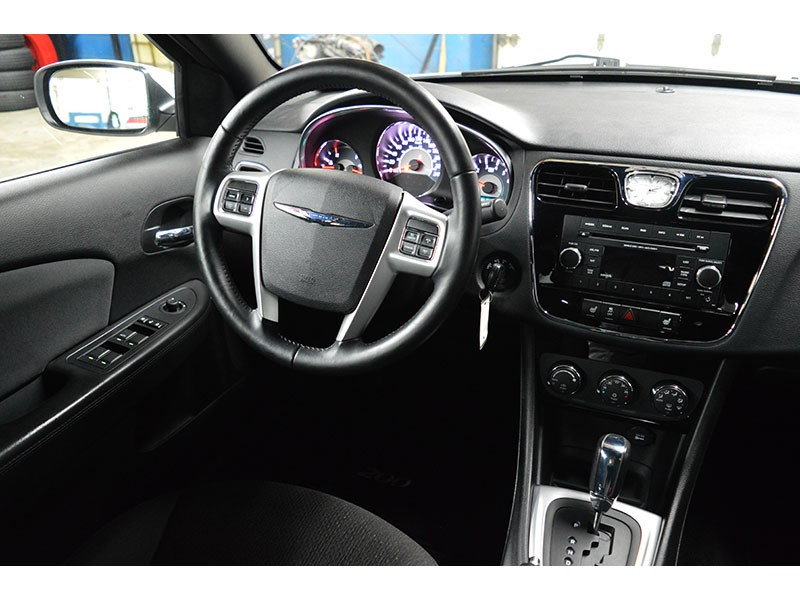 2012 Chrysler 200 TOURING - HEATED FRONT SEATS * ALLOY WHEELS * A/C