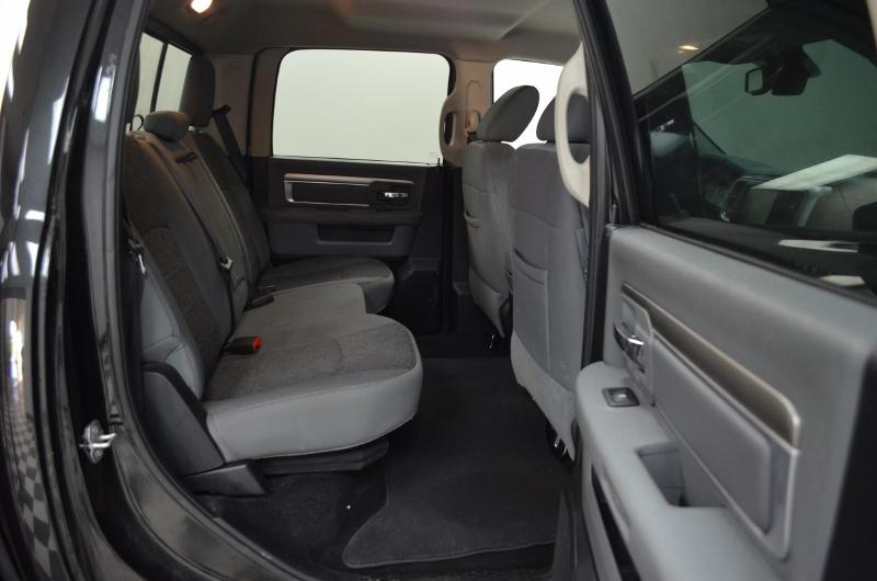 2015 Ram 1500 SLT CREW CAB 4x4- UCONNECT * NAV * BACKUP CAM
