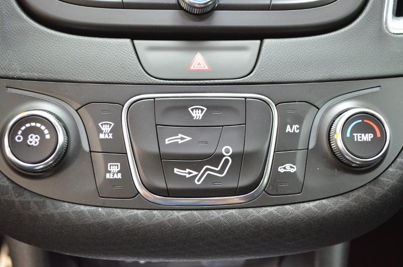 2017 Chevrolet Malibu LT w/1LT- BLUETOOTH * NAV * BACKUP CAM