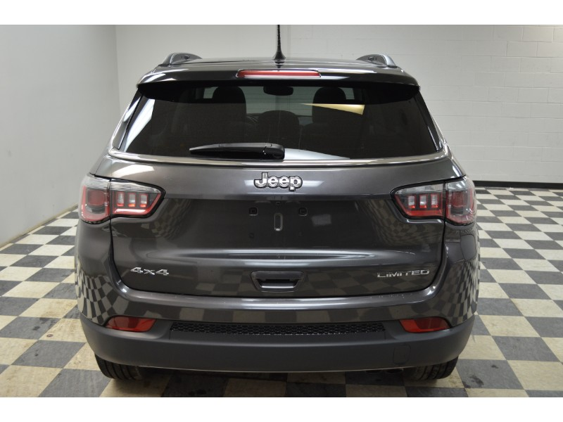 2017 Jeep Compass Limited- UCONNECT * LEATHER * NAV