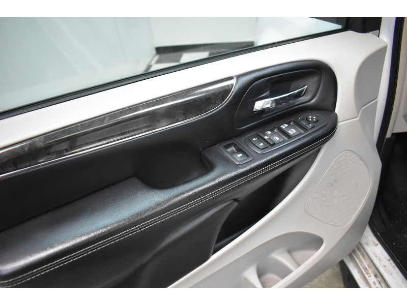 2016 Chrysler Town and Country Touring-UCONNECT * BACKUP CAM * TOUCH SCREEN