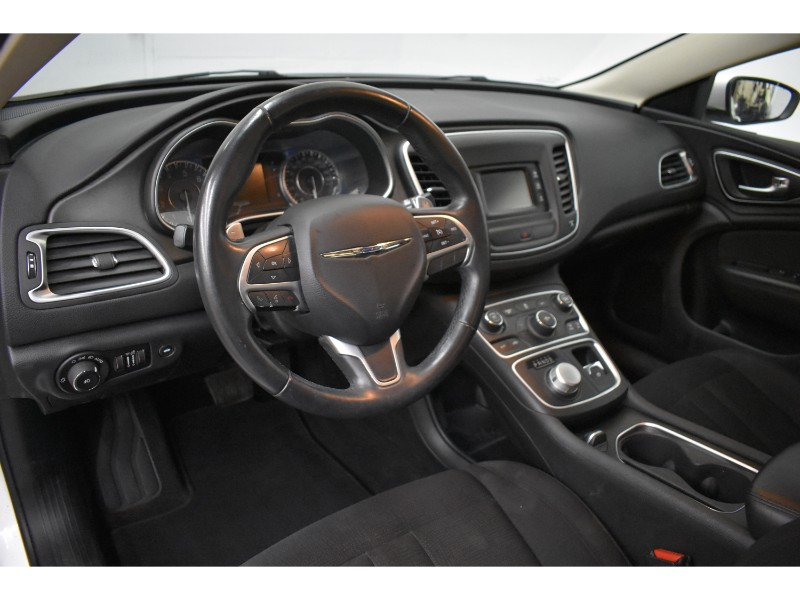 2015 Chrysler 200 Limited- UCONNECT * SAT RADIO * HEATED SEATS