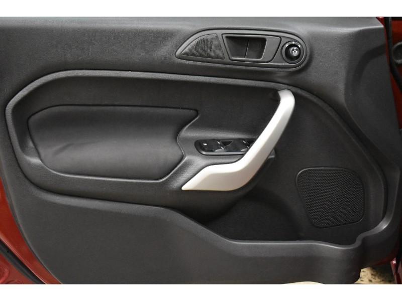 2013 Ford Fiesta 5 DOOR HATCH SE