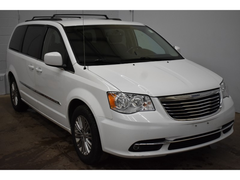 2015 Chrysler Town and Country Touring-L- LEATHER * UCONNECT * BACKUP CAM