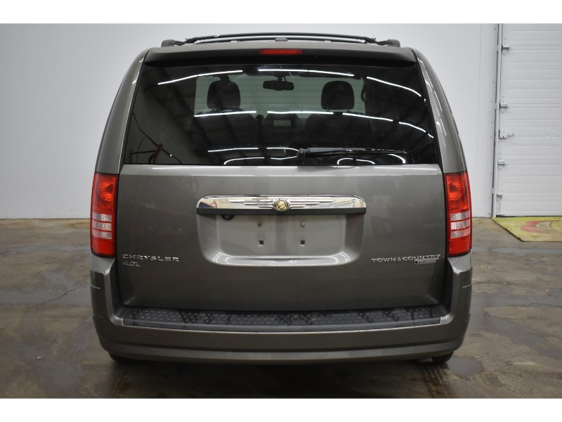 2010 Chrysler Town and Country Touring- UCONNECT * BACKUP CAM * SUNROOF