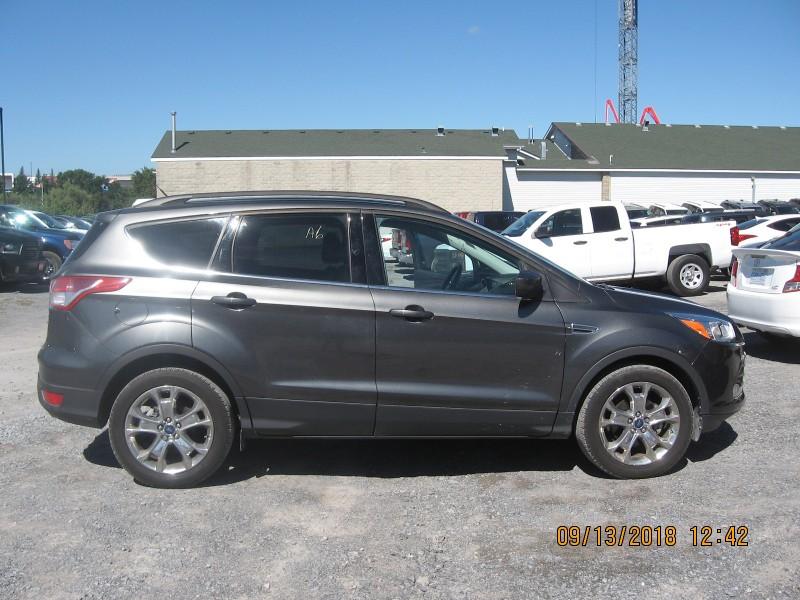 2015 Ford Escape SE- NAV * BLUETOOTH * HEATED SEATS