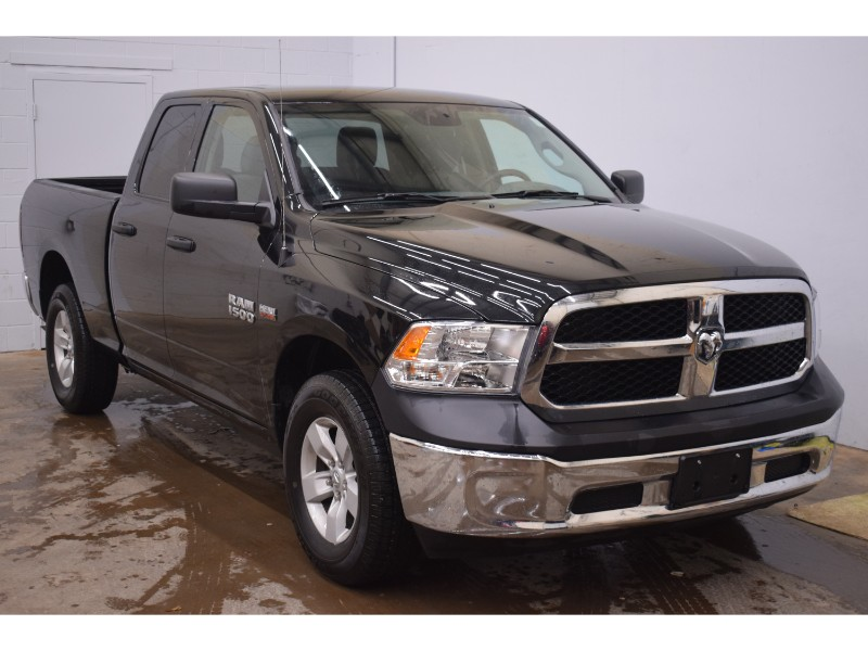 2017 Ram 1500 ST QUAD CAB 4X4- CRUISE * LOW KM * HITCH RECEIVER