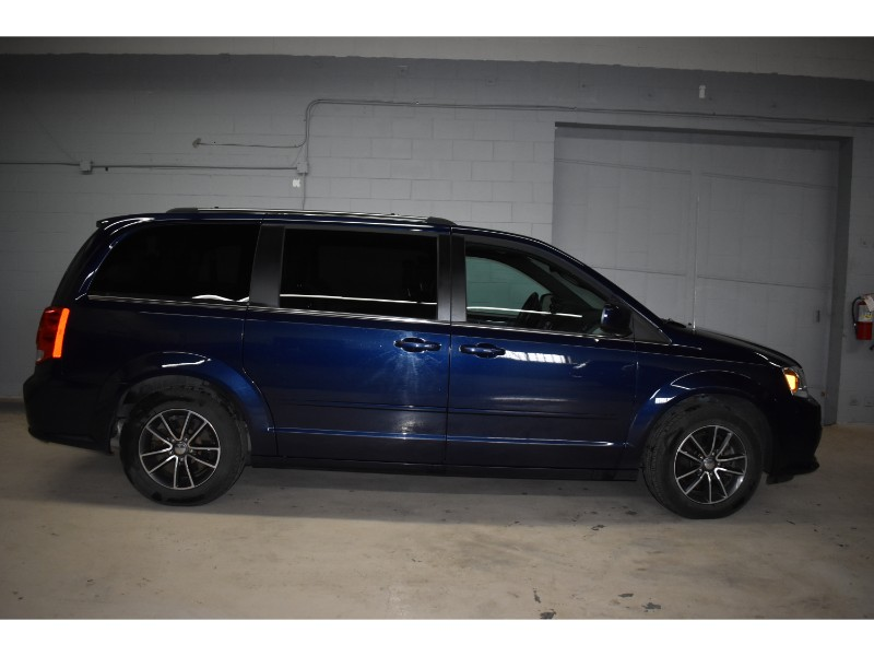 2017 Dodge Grand Caravan SXT- FULL STOW N GO * CRUISE * PWR DRIVER SEAT