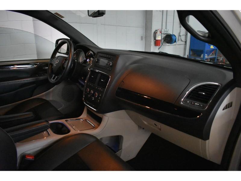 2017 Dodge Grand Caravan SXT- LEATHER * HANDSFREE *FULL STOW N GO