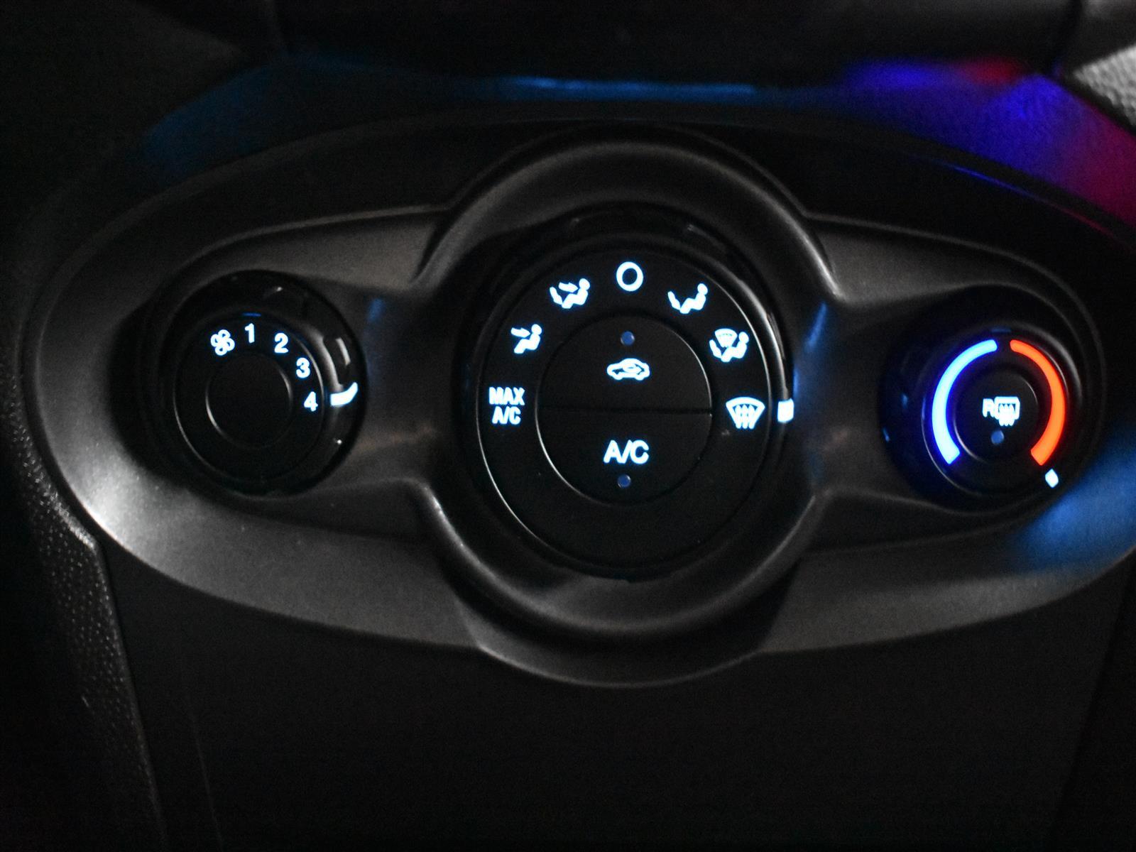 2015 Ford Fiesta 5 DOOR SEDAN S