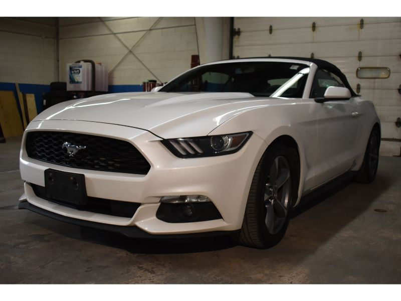 2017 Ford Mustang * LOW KMS * BACK UP CAMERA *