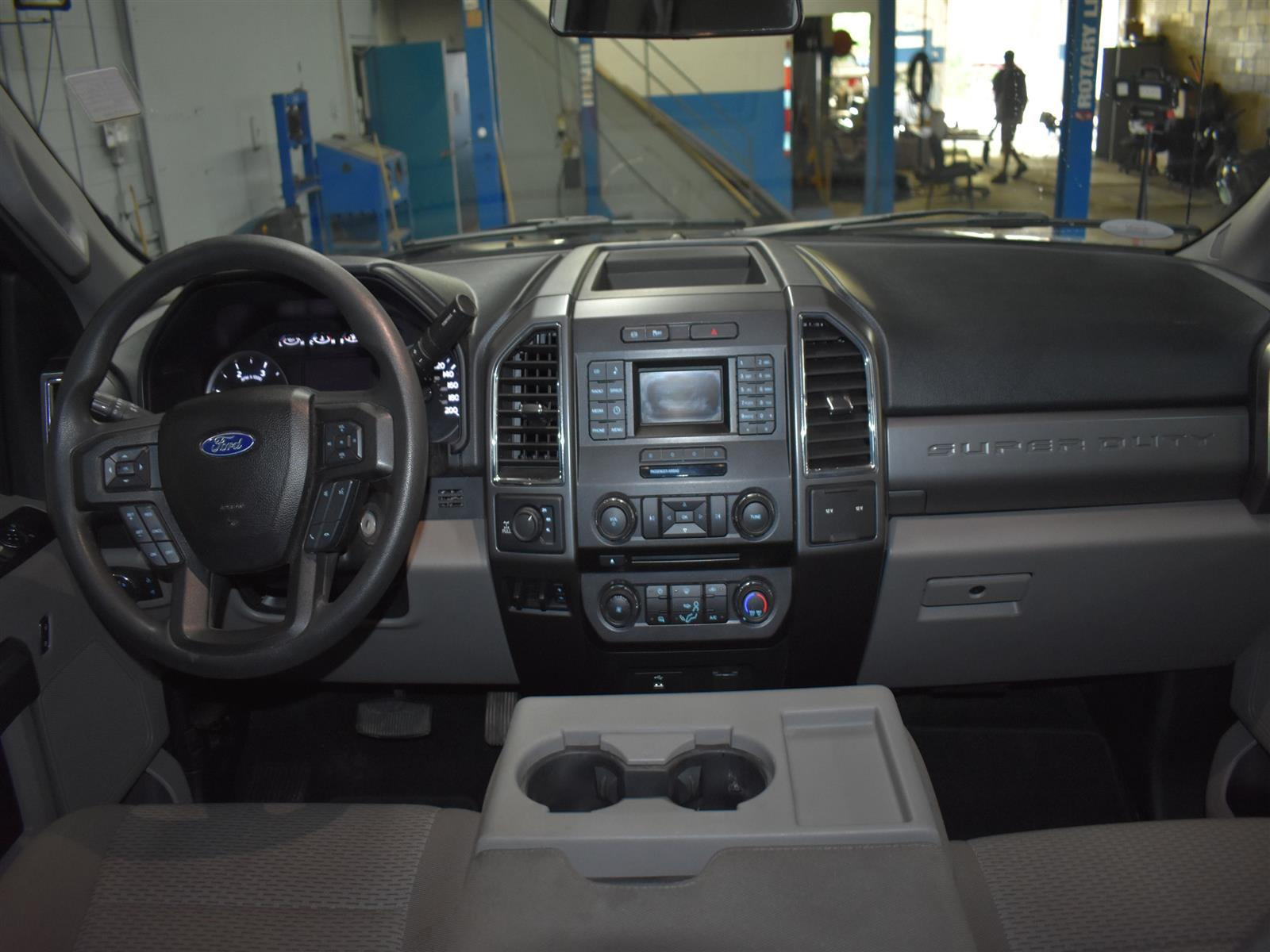 2017 Ford F-250 XLT * LOW KMS * BACK UP CAMERA *