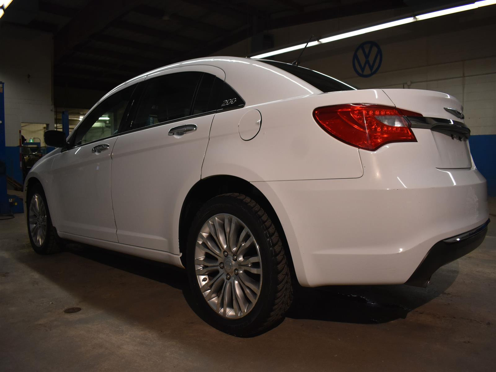 2011 Chrysler 200 LIMITED